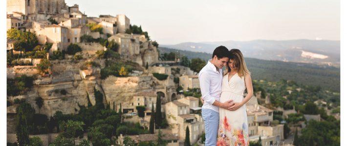 Séance grossesse en extérieur près d'Avignon